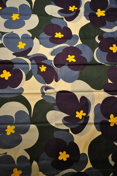 Sinivuokko, a vintage fabric by Marjatta Metsovaara for Tampella Textile Patterns, Textile Prints, Textile Design, Fabric Design, Print Patterns, Vintage Floral Fabric, Retro Fabric, Vintage Textiles, Pencil Design