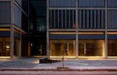 Oficinas T3 - Esteban Barrera, Javier Lozada - BLTarq. Córdoba, Argentina. 2013. Garage Doors, Outdoor Decor, Home Decor, Offices, Buildings, Argentina, Trendy Tree, Architecture, Space