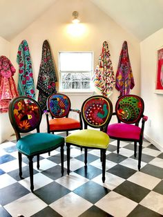 Mexican Textiles That Wow – Chair Whimsy Mexikanische Textilien, die begeistern – der Stuhl-Stylist Funky Furniture, Upcycled Furniture, Dining Furniture, Furniture Makeover, Painted Furniture, Furniture Design, Furniture Ideas, Chair Makeover, Bedroom Furniture