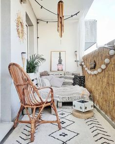 This Balcony Is What Boho-Chic Dreams Are Made of Dieser Balkon ist das, woraus Boho-Chic-Träume gemacht sind Hunker Small Balcony Design, Tiny Balcony, Small Balcony Decor, Balcony Ideas, Terrace Ideas, Balcony Garden, Patio Design, Patio Ideas, Garden Ideas