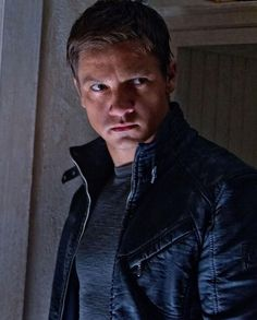 Secret agent Aaron Cross (Jeremy Renner) in The Bourne Legacy