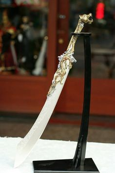 Everyday products we consume are often affected by the work of legions of scientists. Samurai Weapons, Medieval Weapons, Fantasy Sword, Fantasy Weapons, Swords And Daggers, Knives And Swords, Chinese Weapons, Cool Swords, Sword Design