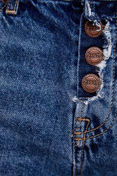 Imagen 7 de SHORT Z1975 BANDA LATERAL BRILLO de Zara Ripped Shorts, High Waisted Shorts, For You Blue, Zara, Jeans Button, Metal Buttons, Blue Jeans, Denim Man, Overalls