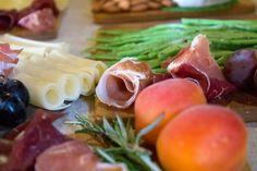 Оформление сырного стола | 22 фотографии