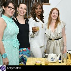 """@hollyrodfdn -  Our co-founder Holly Robinson Peete  enjoying a """"High Tea""""cocktail with Marsha and her team @thenaturalmixologist! Thank you Marsha for delighting our @stelladot trunk show guests with your creations! #thenaturalmixologist #organiccocktails #hollyrobinsonpeete #hollywoodlife #deliciousness #autism #autismcompassion #autismawarenessmonth #stelladot #Regrann"""