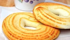 This is one of my favorite Colombian snacks. I'm just pleased that I no longer have to go to Colombia to eat this delicious and traditional Pan de Queso. Colombian Dishes, My Colombian Recipes, Colombian Cuisine, Columbian Recipes, Bread Recipes, Cooking Recipes, Pan Dulce, Cheese Bread, Latin Food