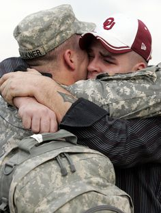 Sergeant Shane Faulkner hugs his twin brother Shaw at a homecoming ceremony in Fort Hood, Texas. 2007 (Jessica Rinaldi / Reuters)