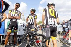 Tre Valli Varesine 2015 The MTN-Qhubeka team await the start (Bettini Photo)
