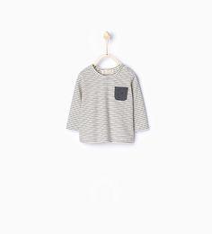 Stribet t-shirt med lomme