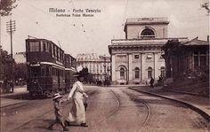 Porta Venezia e il tram a due piani per Monza, 1910 circa Milan, Old Images, Black And White Portraits, Vintage Photos, Louvre, Street View, History, Architecture, City