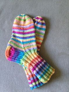 Villasukkia, villasukkia, villasukkia: Räsymattosukat Yarn Crafts, Diy And Crafts, Knitting Socks, Handicraft, Knit Crochet, Wonderful Things, Rainbows, Knit Socks, Craft