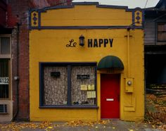 Michael Eastman (American, b. Le Happy, 2006 ©Michael Eastman/Courtesy of Edwynn Houk Gallery Le Happy, Stay Happy, Hipster Vintage, Style Hipster, Café Bar, Happy Colors, Vintage Design, Mellow Yellow, Baby Yellow