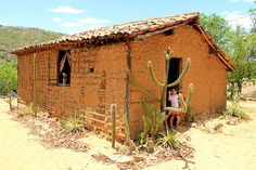 Typical house of the poor of the arid Sertão de Pernambuco - Backyard Chicken Coops, Chickens Backyard, Earthship, Largest Countries, Old Buildings, Travel And Leisure, Country Life, Places To Visit, Architecture