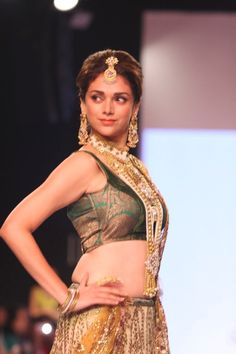 Aditi Rao Hydari Walk on The Ramp at IIJW 2013.
