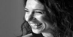 Πριν δώσει τη δική της απάντηση από σκηνής, η #Κλεονίκη_Δεμίρη μας άνοιξε την καρδιά της μιλώντας για την προετοιμασία της συναυλίας αλλά και για τα σχέδια που κάνει γύρω από το καλοκαίρι που έρχεται.   Του Γιάννη Παναγόπουλου #music #singer #scene #interview Μέγαρο Μουσικής Αθηνών / Megaron - The Athens Concert Hall  http://fractalart.gr/kleoniki/