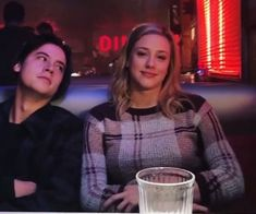Image discovered by ↠αιλενε↞. Find images and videos about riverdale, netflix and cole sprouse on We Heart It - the app to get lost in what you love. netflix Jughead&Betty 💖 shared by ↠αιλενε↞ on We Heart It Bughead Riverdale, Riverdale Funny, Riverdale Memes, Riverdale Netflix, Watch Riverdale, Riverdale Fashion, Betty Cooper, Riverdale Betty And Jughead, Cole Spouse