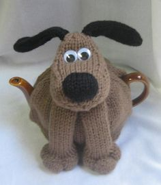 Knitting pattern for Dog Tea Cosy Teapot Cozy by Rian Anderson. Reminds me of Gromit! On Etsy (affiliate link) Knitting Patterns For Dogs, Tea Cosy Knitting Pattern, Tea Cosy Pattern, Knitting Projects, Crochet Projects, Scarf Patterns, Knitting Tutorials, Grannies Crochet, Teapot Cover
