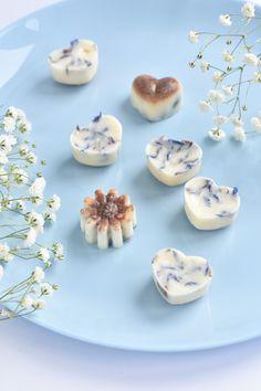 Handmade soy wax. made of 100% GMO free soy wax. Candle fragrances are dedicated and certified by European standards and have not been tested on animals. Ręcznie robiony wosk sojowy. wykonany w 100% wosku sojowego wolnego od GMO. Zapachy do świec są dedykowane i posiadają certyfikaty standardów europejskich oraz nie były testowane na zwierzętach.