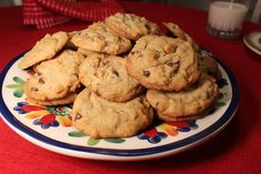 Hi friends! I have a fresh plate of cookies to share! Chocolate Peanut Butter, Chocolate Chip Cookies, Tuesday Recipe, Play Food Set, What You Eat, Amy, Baking, Desserts, Blog