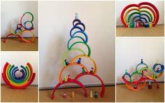 Gniiiii, ça a été le premier mot quand je l'ai vu!! Parce que oui, j'en avais vraiment envie depuis un moment de cet arc-en-ciel. Et vu l'engouement qu'il y a eu avec le par… Rainbow Activities, Montessori Activities, Learning Activities, Grimm's Toys, Diy Toys, Grimms Rainbow, Rainbow Blocks, Wooden Rainbow, Crafts For Kids