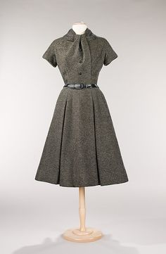 """""""Virevolte"""" House of Dior (French, founded 1947) Designer: Christian Dior (French, Granville 1905–1957 Montecatini) Date: fall/winter 1955 Culture: French Medium: wool Vintage Dior, Couture Vintage, Vintage Beauty, Vintage Dresses, Vintage Outfits, Retro Fashion, Fashion Mode, Vintage Fashion, Christian Dior Dress"""