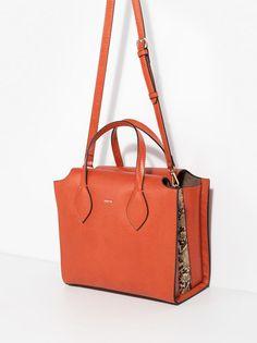 Bolso 30€ De Asa Corta Dark Shadow, Naranja Shoulder Bag, Dark, Totes, Wings, Orange, Shoulder Bags, Dime Bags, Tote Bags, Bags