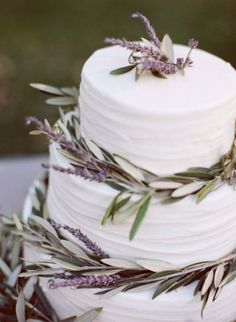 I love the classic look and the beautiful lavender. I love lavender, too. I think I may put lavender throughout the wedding, in drinks, etc. lavender and rosemary cake Pretty Cakes, Beautiful Cakes, Simply Beautiful, Lavender Cake, Edible Lavender, Lavender Decor, Cupcake Cakes, Cupcakes, Mini Cakes