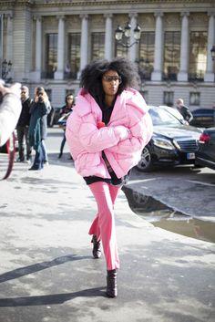 PFW streetstyle looks. Blazer, Girl Fashion, Fashion Design, Puffer Jackets, Autumn Winter Fashion, Winter Style, Designing Women, Mantel, Ideias Fashion