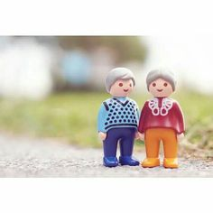 #Playmobil  como me gustan esos abuelitos!  http://playmyplanet.com/tienda/es/playmobil-123/1292-playmobil-figure-6722-123-ancianos-con-gato-4008789067227.html