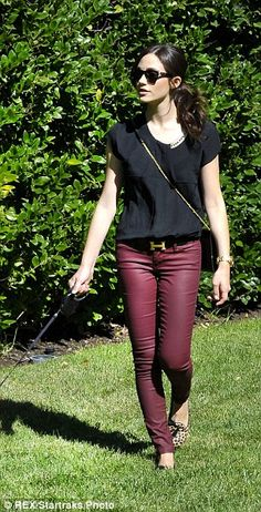 Fall #streetstyle | Emmy Rossum in a pair of Old Navy Coated Rockstar Skinny Jeans, leopard print flats and a Hermes belt