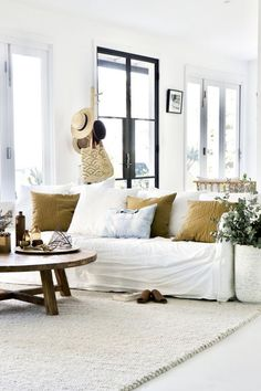 Living area of designer Marika Jarv / MCM House Joe sofa / Tribe Home Spenser rug Coastal Living Rooms, Living Room Interior, Home Interior Design, Home And Living, Stylish Home Decor, Trendy Home, Mcm House, Home Decor Quotes, Deco Design