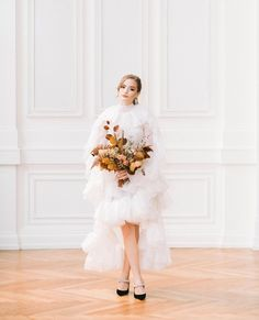 "Wedding Inspiration | Amanda on Instagram: ""Oh how we love starting off the week with flourishing, natural blooms and contemporary fashion ideas. Lucky for us both, today's blog…"""