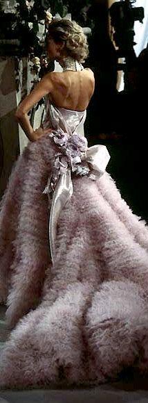 Christian Dior Haute Couture, la alta costura esta definida por ser piezas únicas, bellas y extremadamente elegantes!