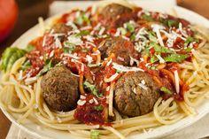 http://boblechef.com/recettes/boulettes-de-viande-aux-lentilles      1 boîte de conserve de 540 ml de lentilles     ½ oignon de taille moyenne haché (75 ml)     2 gousses d'ail hachées     1 oeuf     25 ml de pâte de tomate     125 ml de fromage parmesan râpé     25 ml de thym ou de basilic (sec ou frais, c'est au goût)     Sel, poivre au goût     1 litre de sauce tomate maison