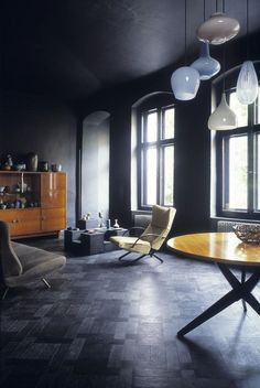 Black floors, ceilings, and walls. Nice!