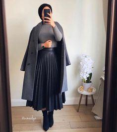 Hijab fashion on 1 2 3 4 5 ! hijabers hijabi hijabdaily hijabinspiration muslim hijaber dresses modesty hijaboutfit tesettr al modern and fashionable hijab outfits Hijab Fashion Casual, Outfits Casual, Hipster Outfits, Winter Fashion Outfits, Muslim Fashion, Mode Outfits, Look Fashion, Skirt Fashion, Fashion Models