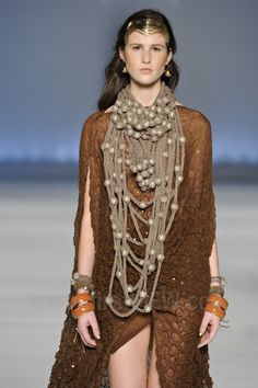 Mary Design - Ready-to-Wear - Runway Collection - Women     Spring / Summer 2013    MINAS TREND  Knitted necklaces