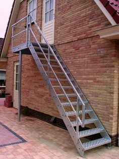 What most proprietors neglect to spot and customarily ignore is the stair plan. Many assume {that a} stair's designs are not going to affect the entire Steel Stairs, Wood Stairs, House Stairs, Staircase Outdoor, Modern Staircase, Glass Stairs, Floating Stairs, Outside Stairs, Log Cabin Homes