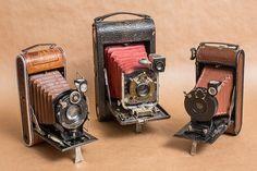 Csokor régiségekből azért jött létre, hogy összefoglalja a weboldalamon található régiségeket és a hozzájuk fűződő írásaimat, így könnyítve kedves látogatóimnak a tájékozódásban.érdekel milyen volt a telefon, szódásszifon, fegyverek........