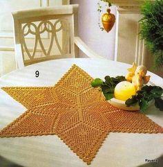 Favoloso centrino a forma di stella lavorato all'uncinetto; in rosso sarebbe ideale per le feste.