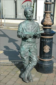 """Bronze statue of George Formby - Douglas, Isle of Mann, UK;  comedy actor, singer-songwriter and comedian who sang light, comical songs, usually playing the ukelele, including """"(I'm) Leaning on a Lamppost"""" (1937);  photo by Peter Killey I have to see this!!!"""