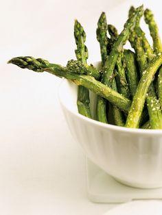 Asperges au beurre et au parmesan - Châtelaine Ricotta, Parmesan, Vegetable Recipes, Asparagus, Keto, Vegetables, Content, Food, Zucchini