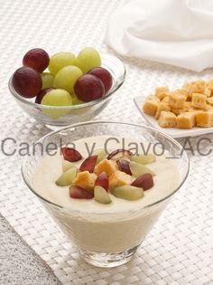 Crema fría de #almendras y #uva hecha por @uvasdoce. Imagen Canela y Clavo Comunicación.