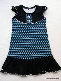 http://kleinekuschelrobbe.blogspot.de/2015/08/maritimes-tragerkleid.html Ideen für schwarze T-Shirts-Upcycling