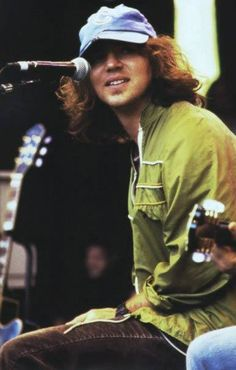 Shared by Lady grinning soul. Find images and videos about grunge, pearl jam and eddie vedder on We Heart It - the app to get lost in what you love. Jeff Ament, Matt Cameron, Pearl Jam Eddie Vedder, Bad Hair Day, Music Love, Mtv, A Good Man, Rock And Roll, Men Hair Styles
