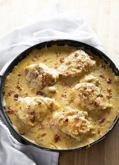 One Pan Smothered Chicken is a classic recipe of seared chicken that is easy to make in 30 minutes! Tender chicken is smothered in a rich and creamy gravy with bacon! Chicken Gravy, Skillet Chicken, Skillet Meals, Chicken Bacon, How To Cook Chicken, Baked Chicken, Chocolate Zucchini Brownies, Smothered Chicken Recipes, Bacon Gravy