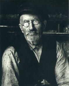 http://khalatnost.wordpress.com/2009/08/17/perfect-portraits-1-paul-strand/#