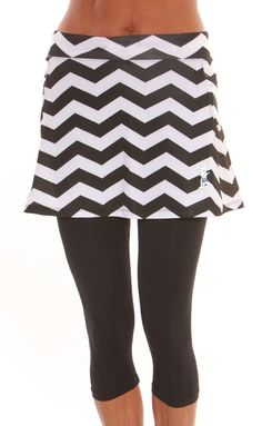 Capri skirt black and white chevron print features 2 Roomy Velcro closure pockets at the hips. Attached black running capris with no chafe flat seams and below the knee coverage Tennis Workout, Workout Wear, Las Vegas, I Love To Run, Running Skirts, Golf Skirts, Tennis Fashion, Running Workouts, Running Gear