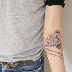 장미 타투 by 타투이스트 리버. Rose tattoo. 장미 문신. 블랙앤그레이. 그라피투. 레터링타투. 분당타투