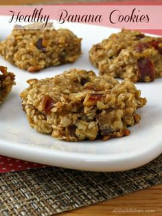 Healthy Banana Cookies are a chewy, fruit-filled cookie made with simple, wholesome ingredients. With no butter or added sugar, these are a healthy snack. Healthy Cookies, Healthy Desserts, Dessert Recipes, Healthy Recipes, Cookies Vegan, Oatmeal Cookies, Healthy Options, Diabetic Recipes, Clean Eating Diet